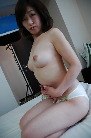 Japanese granny gets her hairy pussy fucked