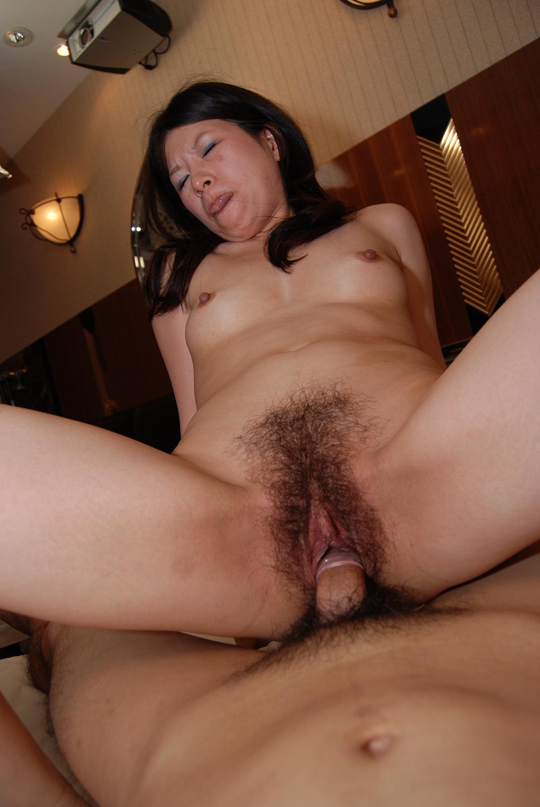 Порно со зрелыми волосатыми женщинами японочками