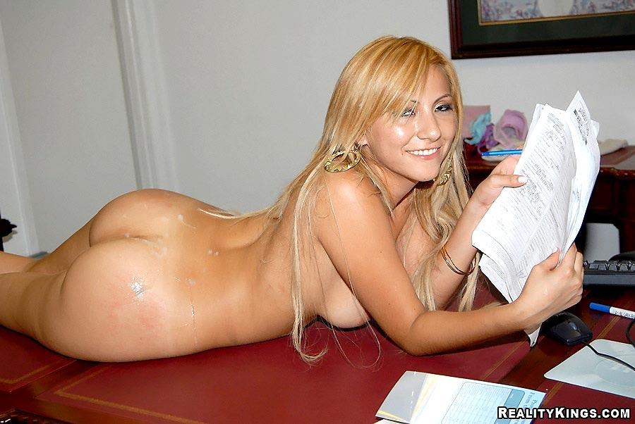 Nude pregnat wife
