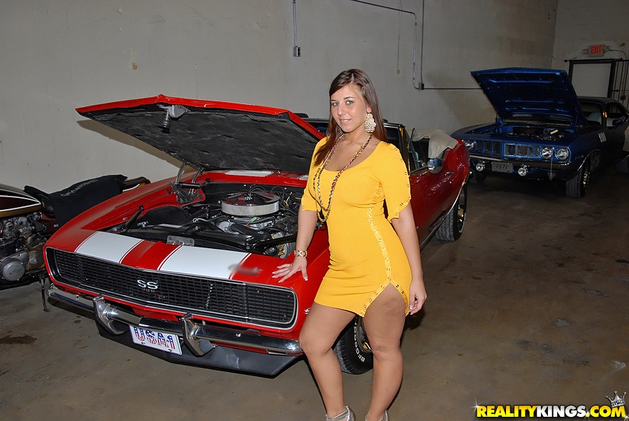 Ass Pics Check Out This Hot Ass Milf Working On Her Car In These