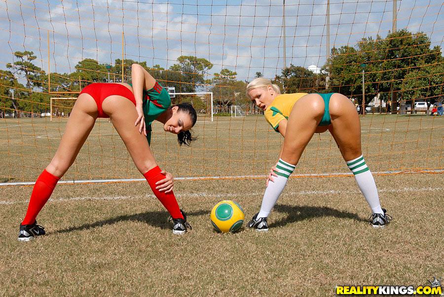 lesbian-football-porn-campbell-nude-julia
