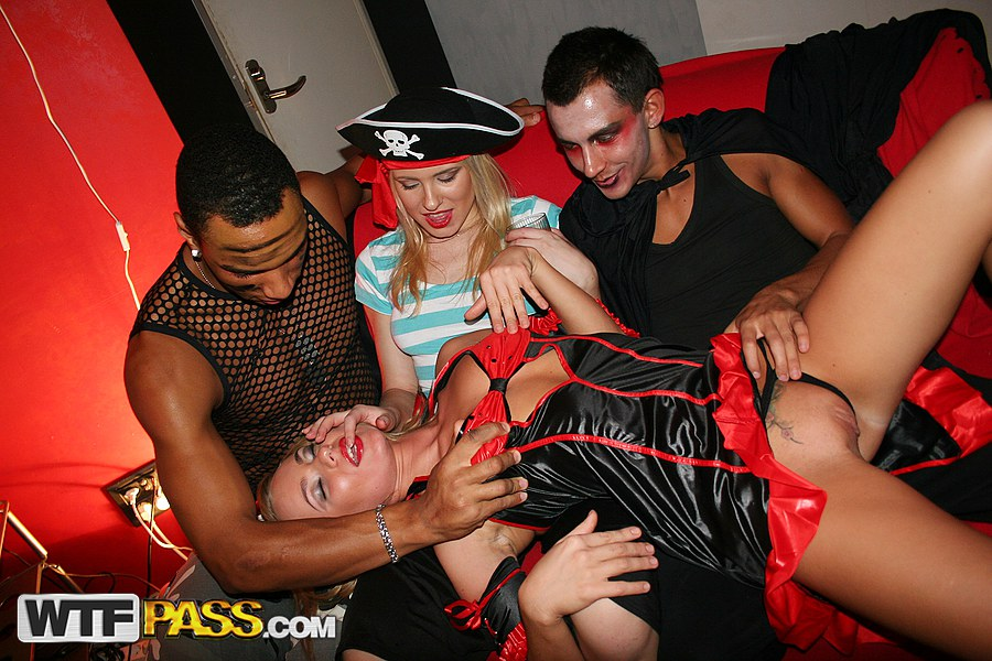 Hallowen party sex
