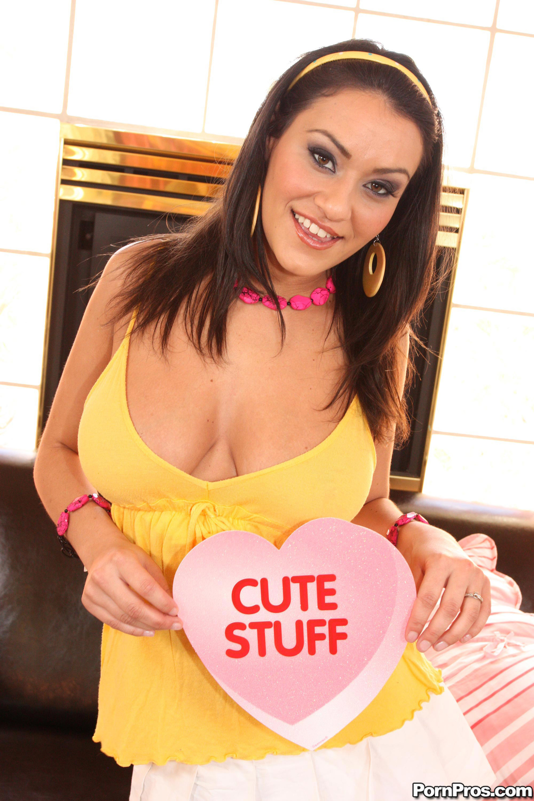 Lucy Bell Hot Cutie