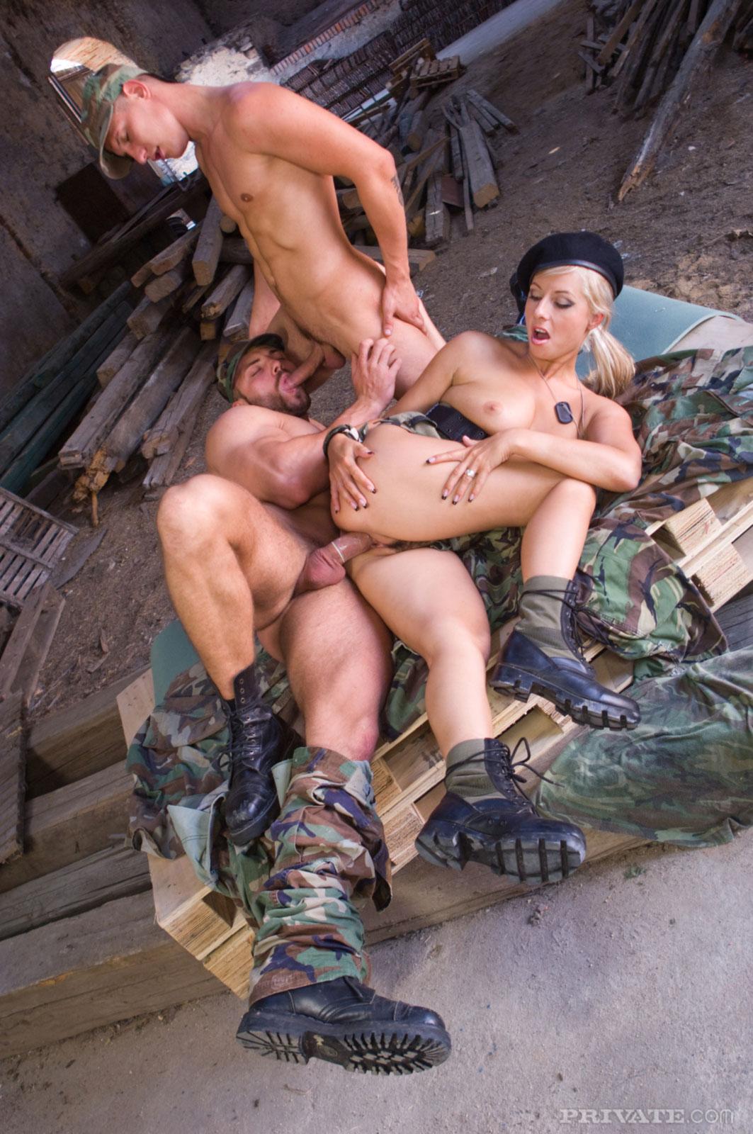 ироничную видео военные трахают пленницу каком основании россия