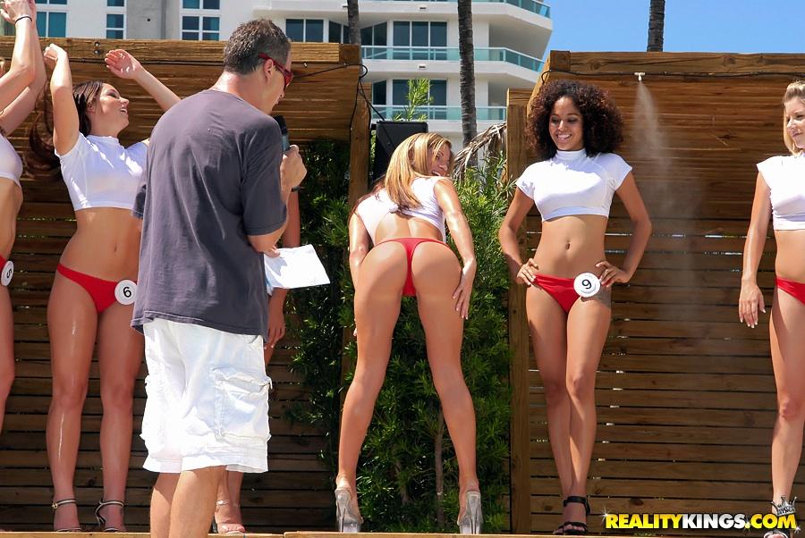 Bikini parties sex