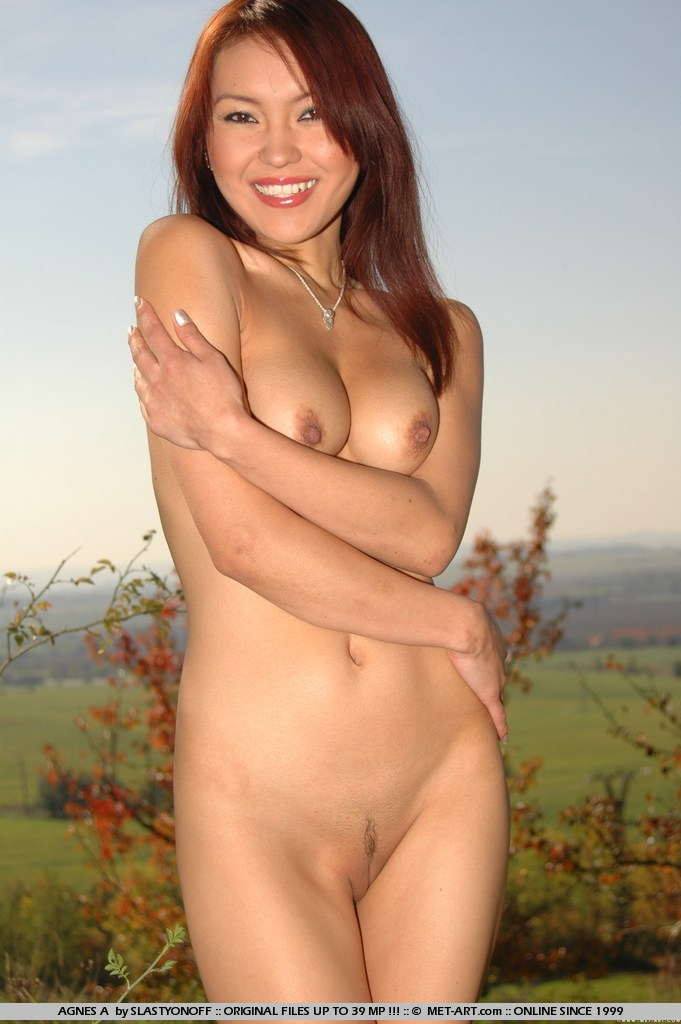 naked-asian-girl-outside